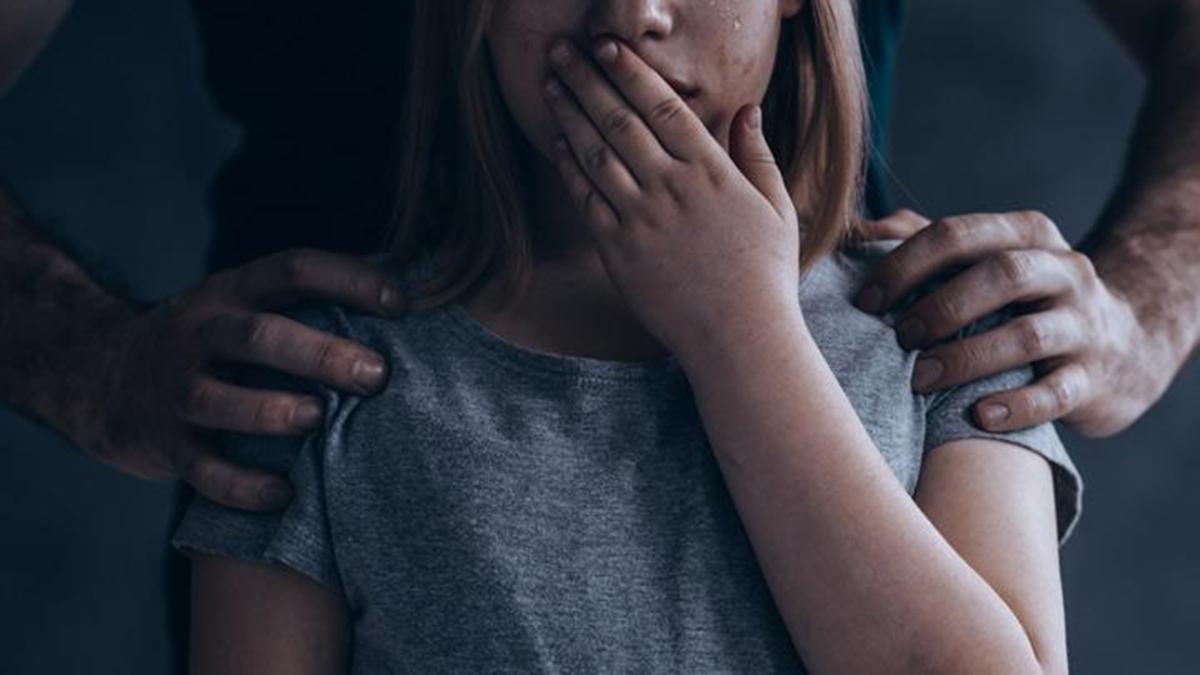Berita viral terbaru dan berita trending terbaru: mucikari ini ditangkap oleh polisi terkait kasus perdagangan anak perempuan di bawah umur.