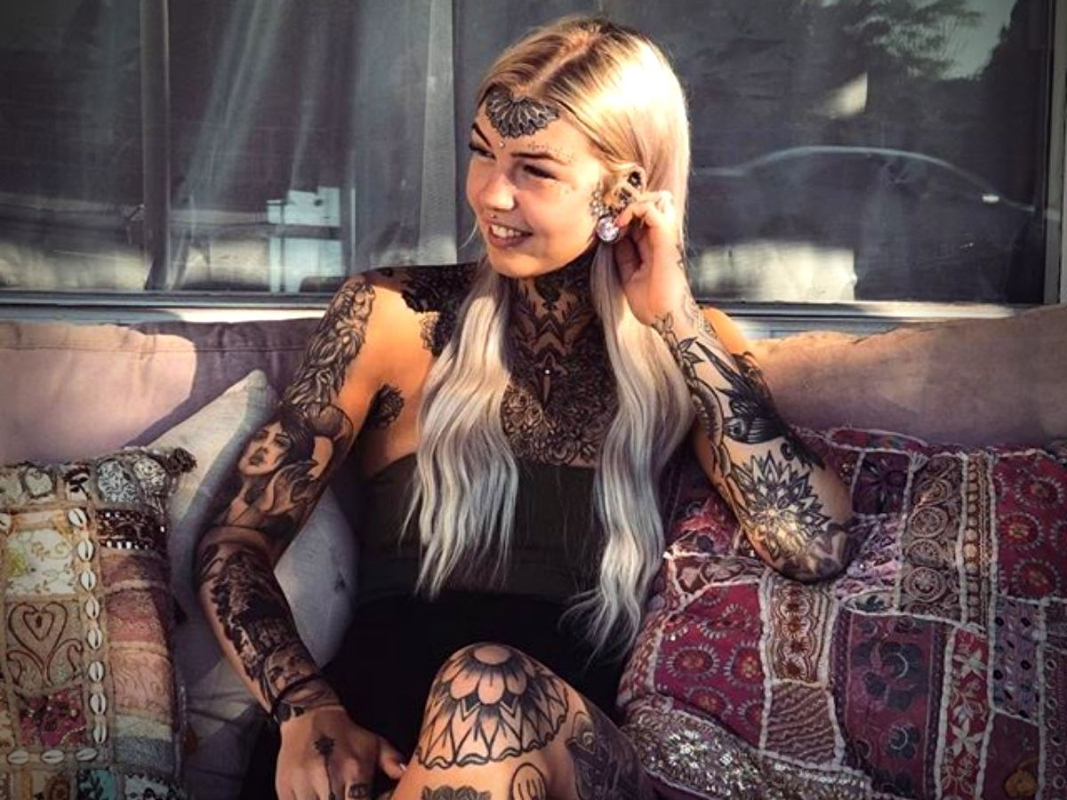 Gadis Naga Amber Luke dengan tato di sekujur tubuh